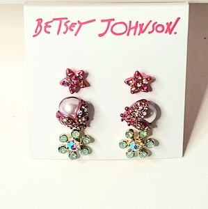 NWT - BETSY JOHNSON STUD EARRINGS